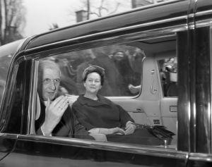 Le général de Gaulle quitte l'hôtel de ville de Montréal, 21 avril 1960, VM94,Z1529-14