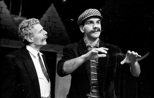 Claude Léveillée et Ronald France dans la pièce «Les oiseaux de lune», 1958, VM105Y2D202-29
