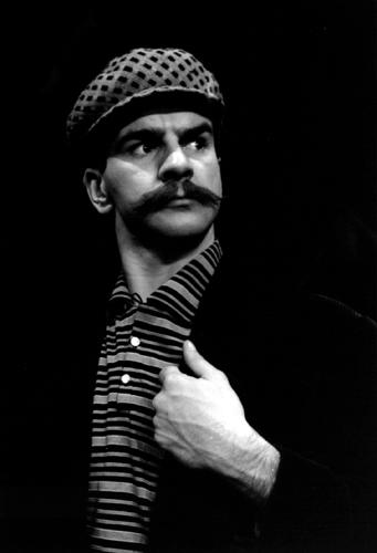 Ronald France dans la pièce «Les oiseaux de lune», 1958, VM105Y2D202-30