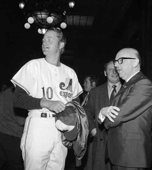 Rusty Staub et le maire Jean Drapeau, 7 avril 1970. VM94-E2580-008