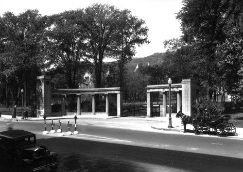 Portail Roddick de l'Université McGill, 1937, VM94-Z163-3