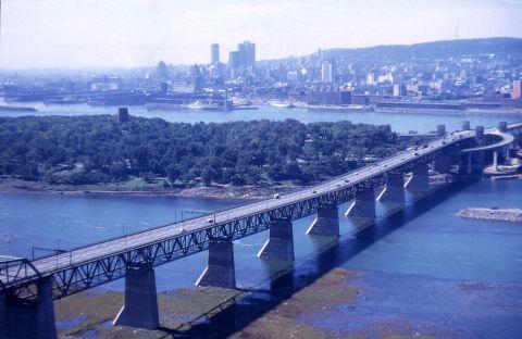 Pont Jacques-Cartier, île Sainte-Hélène et centre-ville de Montréal, 1964, VM94-AD21-006