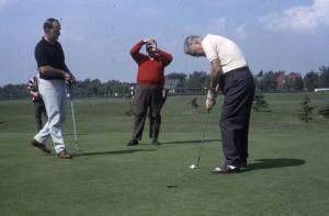 Pierre Laporte et Jean Lesage au golf municipal, 1966, VM94-Ed38-006